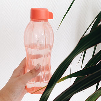 how to be more environmentally friendly with reusable water bottles