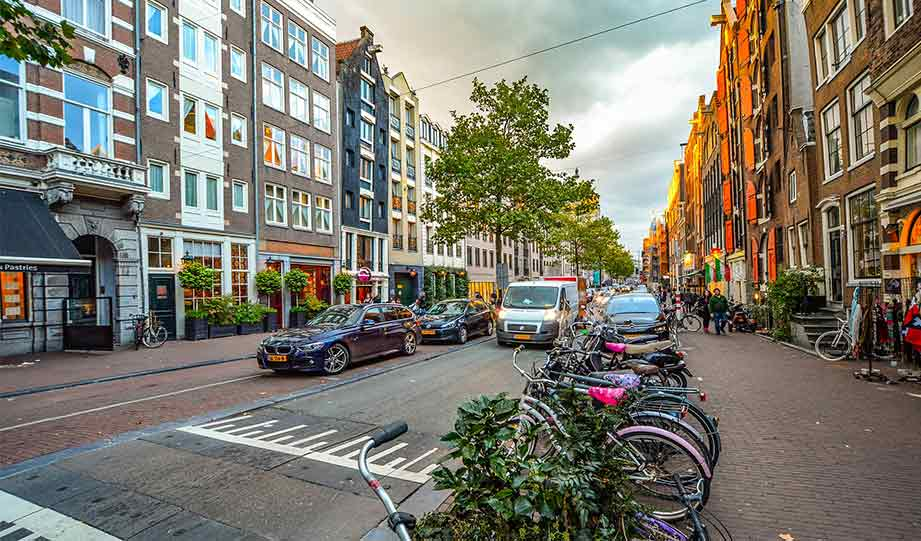 Featured image for Amsterdam Announces A Ban On Fossil Fuel Vehicles From 2030 article