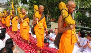 Featured image for Thai Monk Turns Plastic Bottles Into Buddhist Robes article