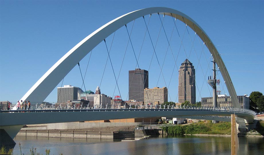 Featured image for Des Moines Pledges 247 Clean Electricity By 2035 Based On Google's Model article