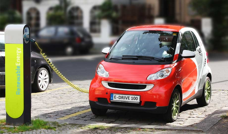 Featured image for Electric Cars Cheaper Than Gas Ones In 2 Years article