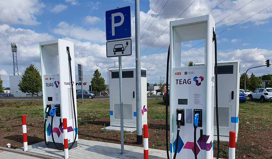 Featured image for Massachusetts Secures $4M For Electric Vehicle Charging Stations article