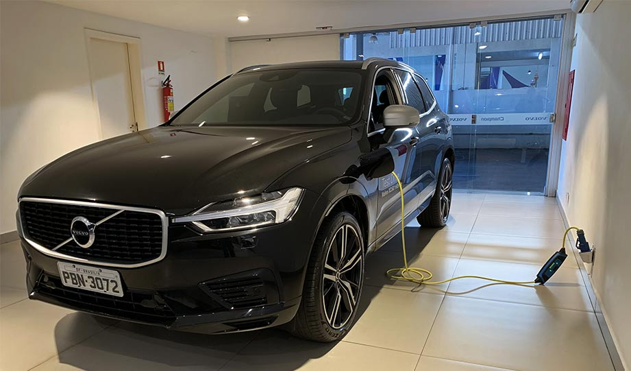 Featured image for Volvo Sets Aggressive New Target For EVs article